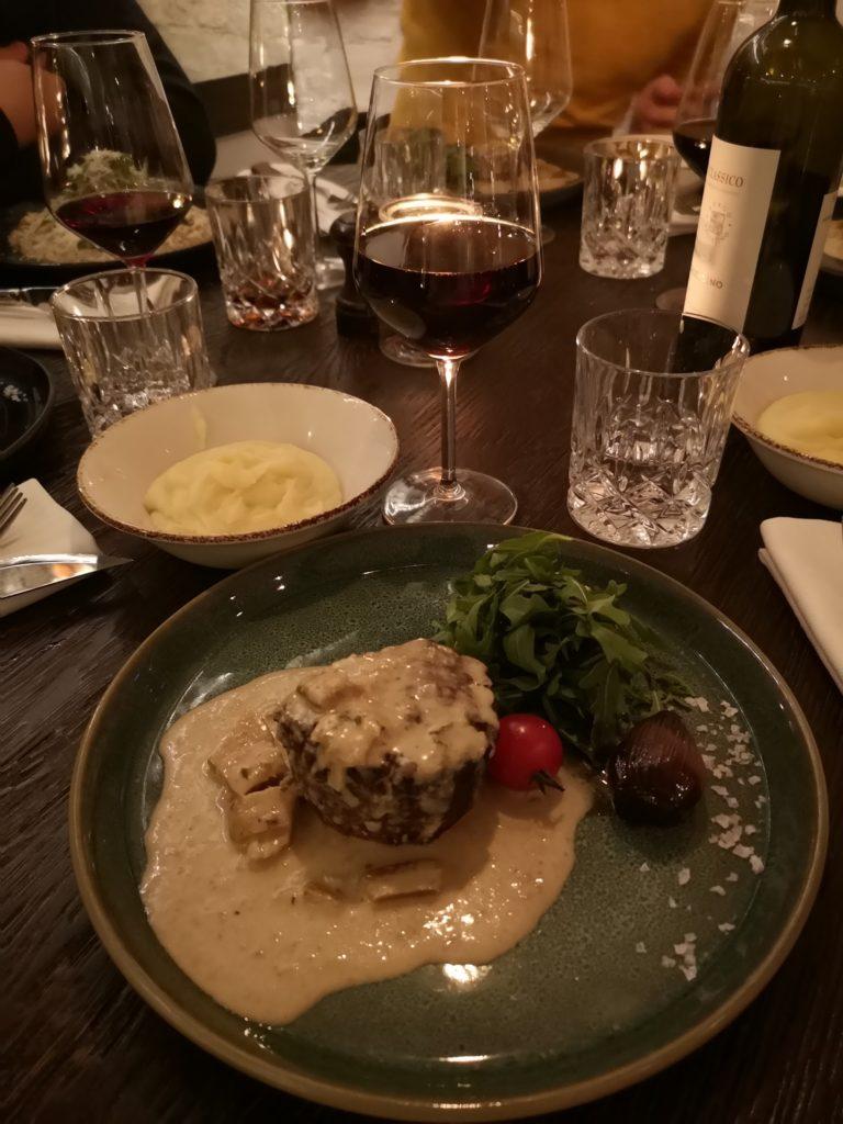 Linn Stenholm weekend dinner out