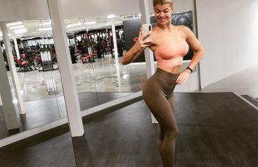 Linn Stenholm posering swefit bikini fitenss